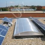 Pásový obloukový světlík ALLUX - mezi fotovoltaickými panely